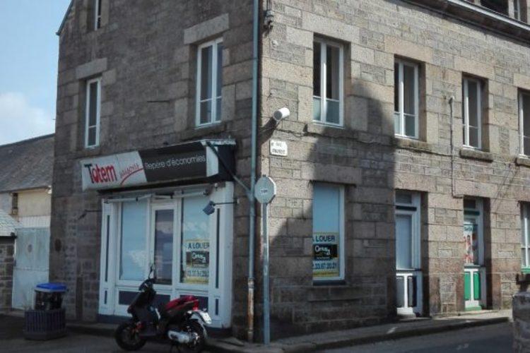 Local commercial à Saint-Pierre-Eglise