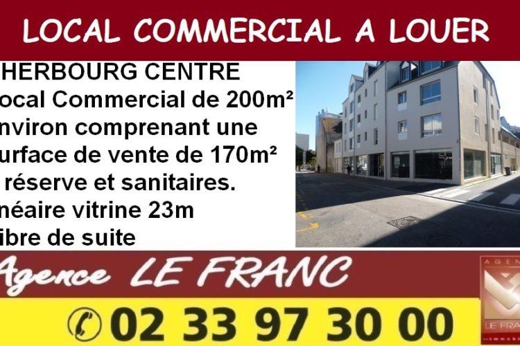 LOCAL COMMERCIAL DE PLAIN PIED AVEC GRAND LINEAIRE VITRINE.